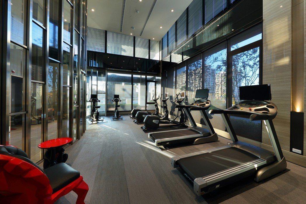 創造身心舒暢的健身房,戶外端景、精緻器材,遼闊視野壓迫感歸零;讓運動成為迫不及待...