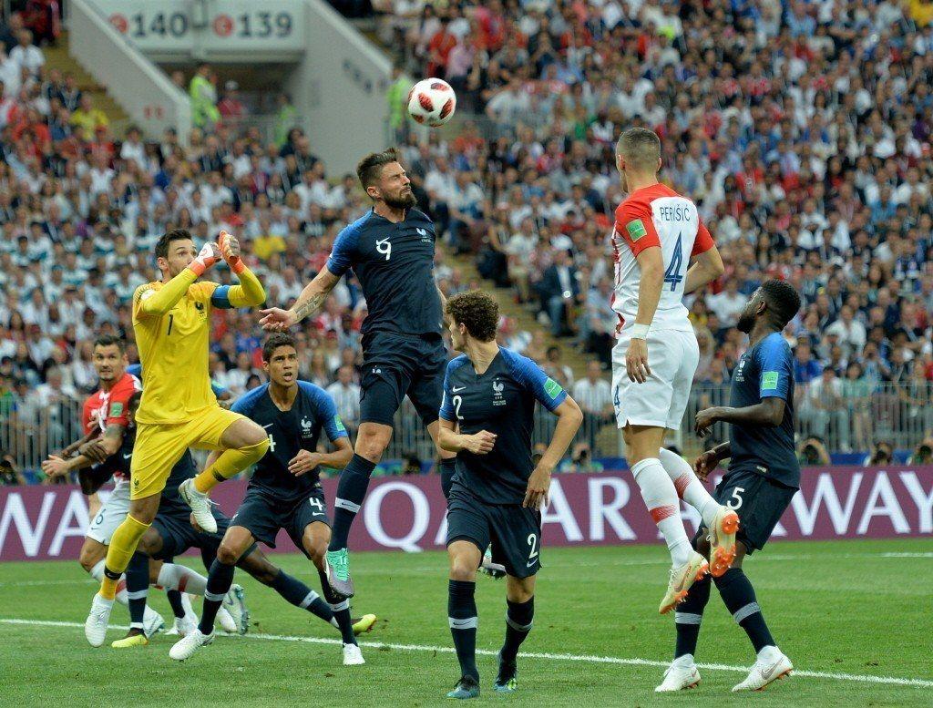 球衣背號9號(中)為法國隊前鋒吉魯。 圖/歐新社