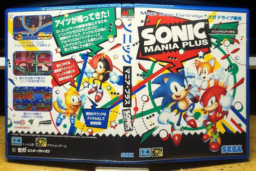 遊戲的封面是可以更換的,翻過來背面的風格,竟然是仿當初MD時代的卡帶封面耶!太酷...