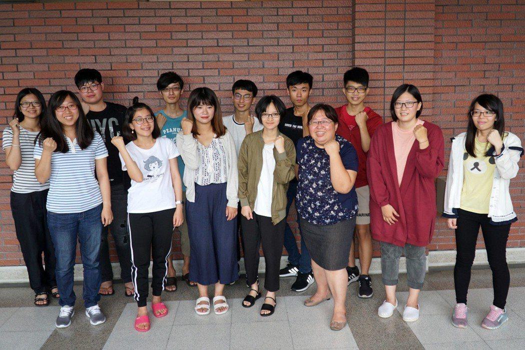 大葉大學應日系主任陳文瑤(前排右三)鼓勵學生把握日本實習機會 大葉大學/提供。