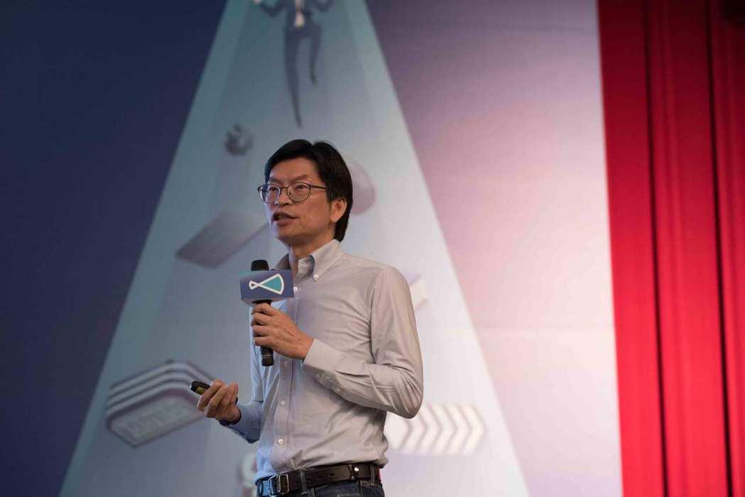 台大創創中心執行長曾正忠表示,台大創創中心將以「企業創新彈藥庫」為目標,讓企業借...