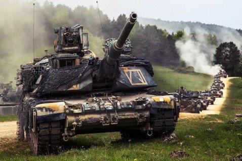 川普與北約的茶壺風暴,在吵什麼?圖為駐德美軍基地的坦克車演練。 圖/美國國防部