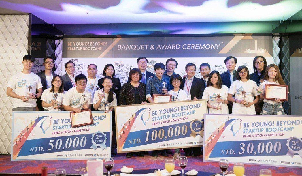 台灣科技大舉辦新南向暑期創業營隊,最終由台灣、菲律賓、印尼成員組成的團隊奪冠。圖...