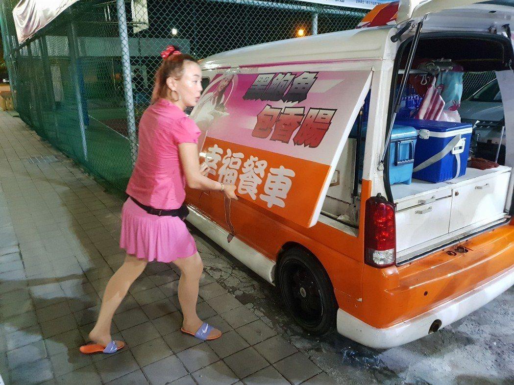 張婷婷昨自己收攤。記者李姿瑩/攝影