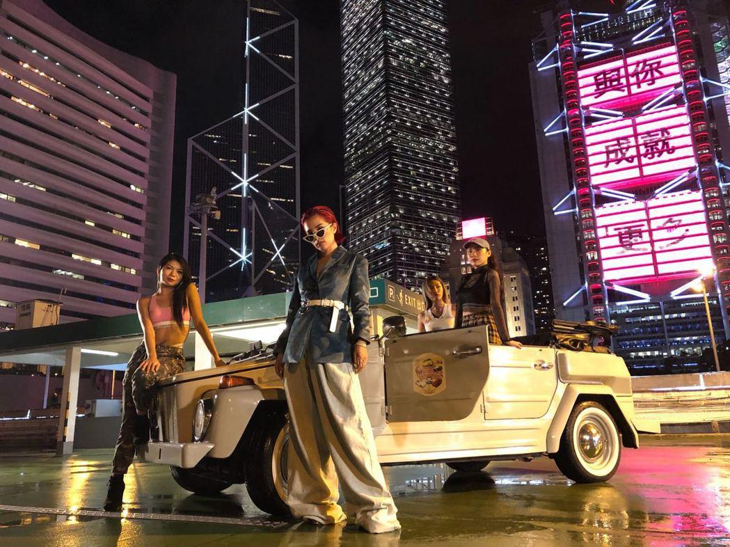 呆寶靜因參加「中國新說唱」爆紅,趁勢推出單曲「沒在怕」,展現女嘻哈力。圖/本色音...
