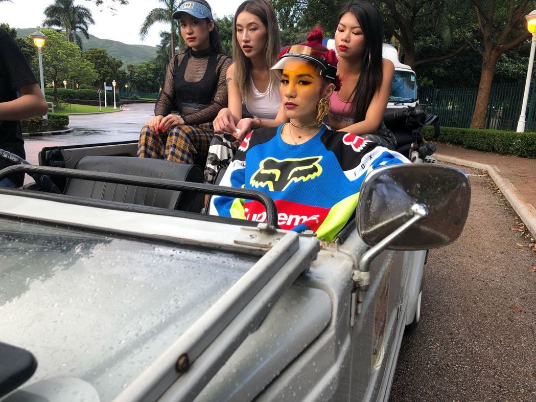 呆寶靜因參加「中國新說唱」爆紅,趁勢推出單曲「沒在怕」,展現女嘻哈力。圖/本色音