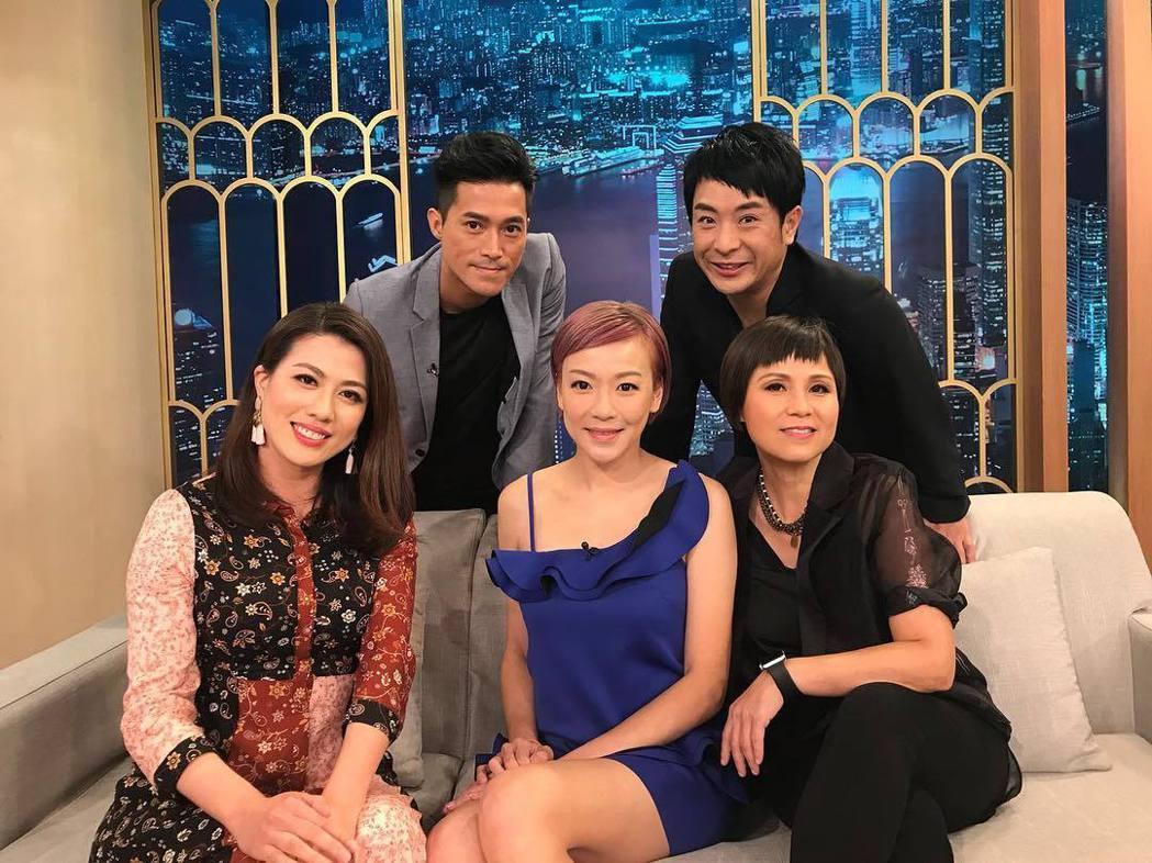 陳彥行(前排左起)、梁敏儀、李麗蕊、洪智傑(後排左起)、梁思浩在節目上大談拍三級