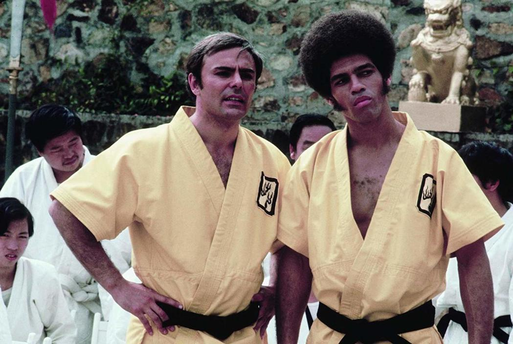 「新龍爭虎鬥」也有歐美演員參與,約翰薩克遜(左)、吉姆凱利都有不少戲份。圖/摘自...