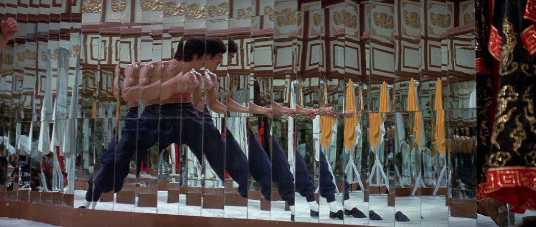 鏡子機關是李小龍電影中的經典。圖/摘自imdb