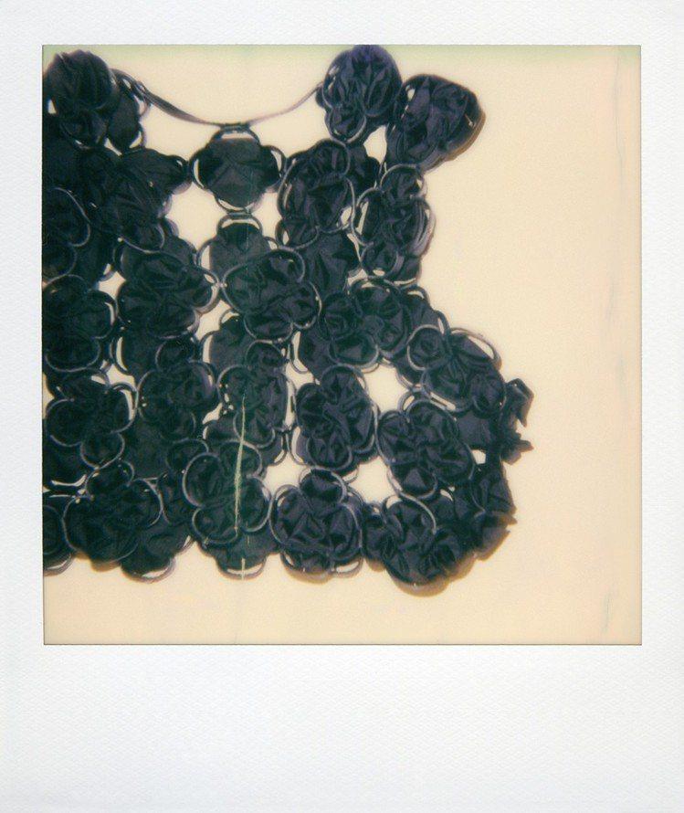 絎縫、車縫、貼花和褶邊都巧妙展現工藝。圖/MONCLER提供