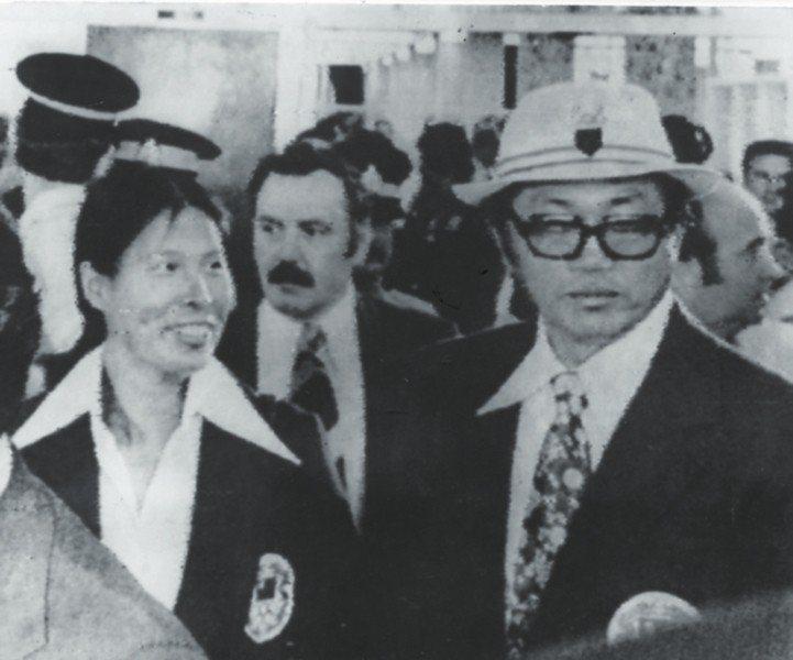 1976年蒙特婁奧運,我代表團因名稱問題無法參賽,紀政(左)、楊傳廣在蒙特婁機場...