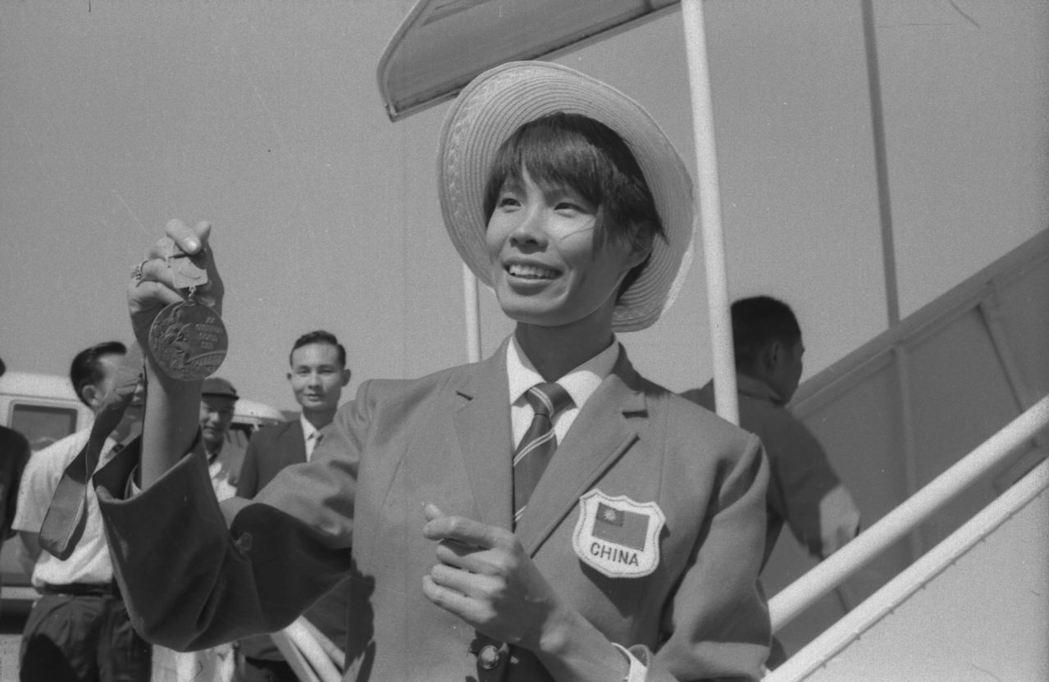 1968年紀政在第19屆世界運動會中為國爭光,返國受到熱烈歡迎。 圖/聯合報系資...