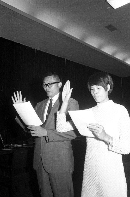 圖為亞洲鐵人楊傳廣(左)與紀政,在國民黨中央黨部宣誓入黨。 圖/聯合報系資料照片