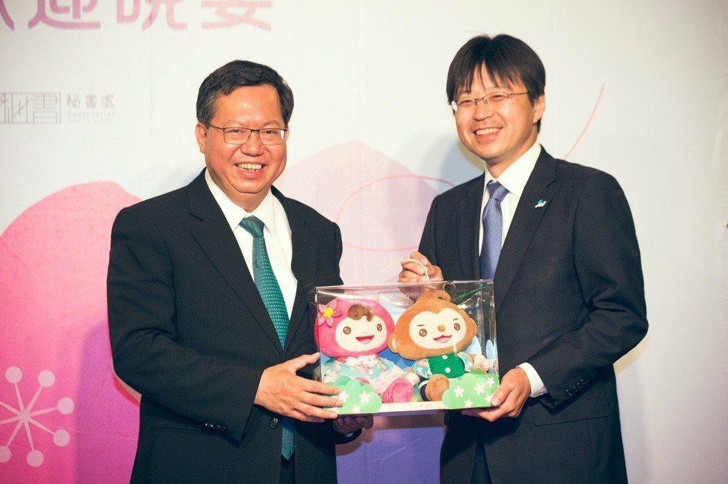 桃園市吉祥物「ㄚ桃」及「園哥」玩偶,是市長鄭文燦城市外交重要禮品之一,相當受到外...