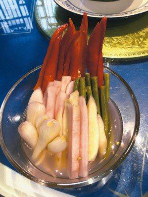眉山泡菜,酸、爽、脆、嫩。