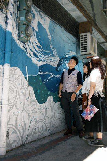 解說新生代創作家紀人豪、藍色隧道、慢熟等人的塗鴉靈感,走進別人的故事,體驗他們的...