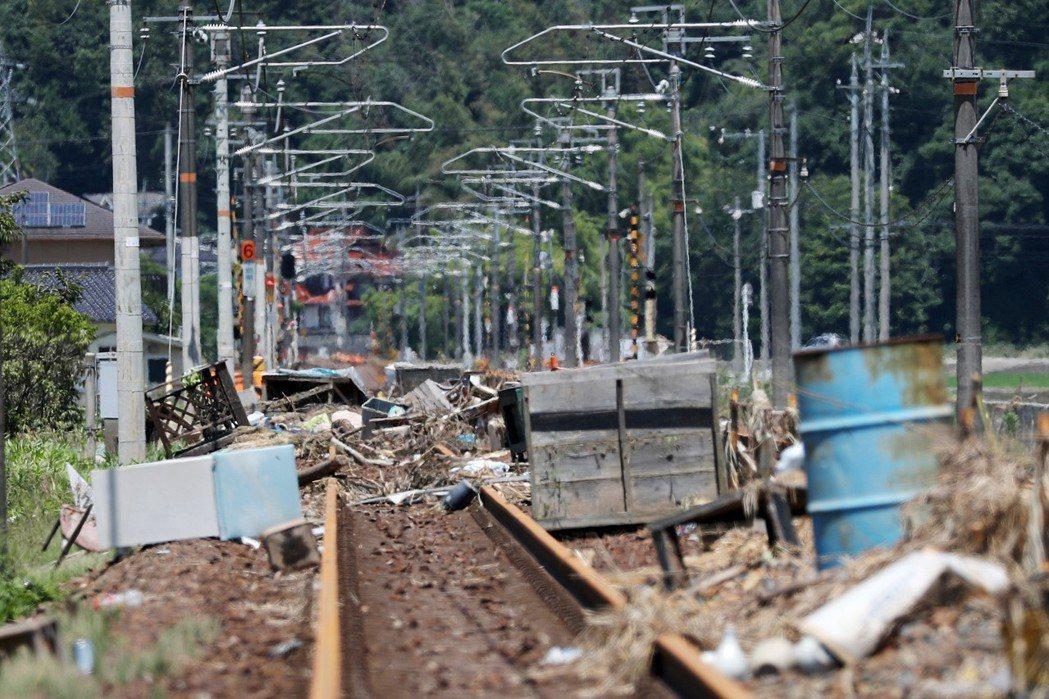 西日本的大動脈——JR山陽本線受災嚴重,目前已陸續恢復通車。圖為廣島縣三原市的山...