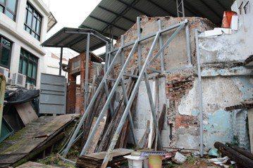文資法照不到的政治暗影:淡水崎仔頂施家古厝的「法定悲哀」