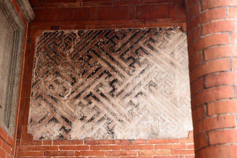 施家古厝卍字不斷裝飾。 圖/作者自攝