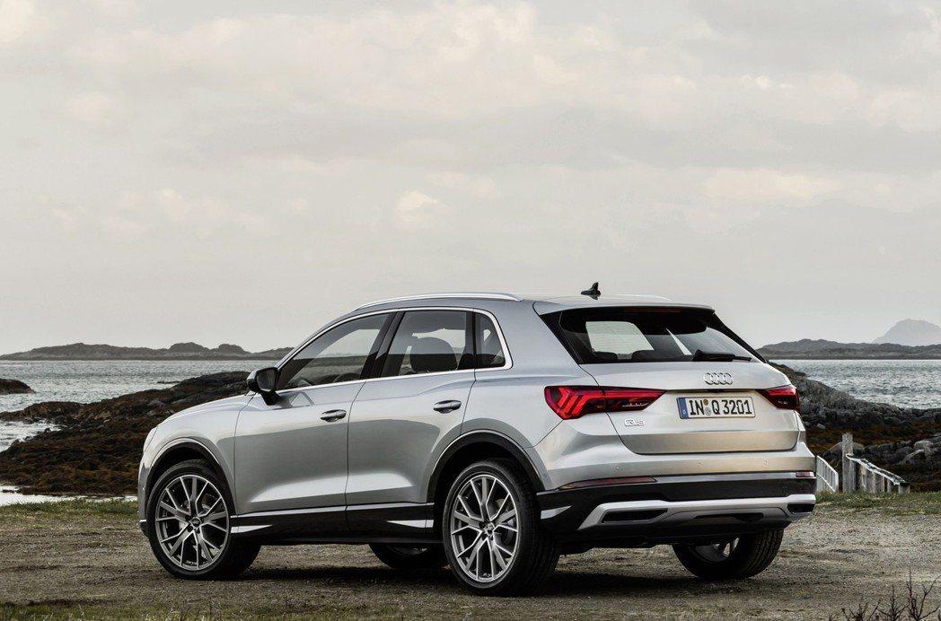 第二代Audi Q3長4,485mm、寬1,856mm、高1,585mm,軸距為...