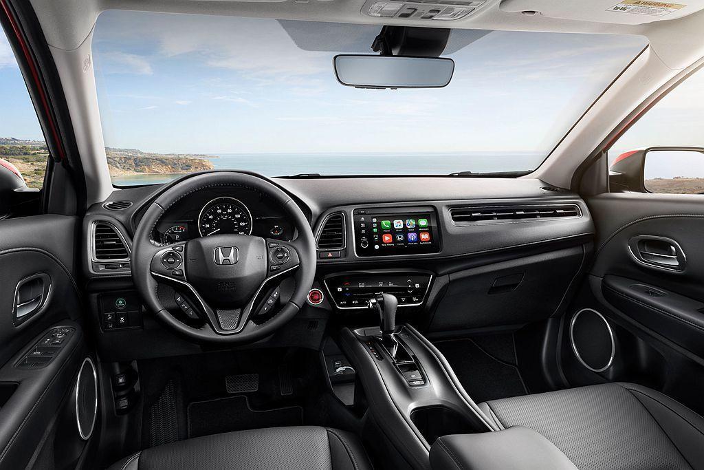 小改款Honda HR-V內裝更加精緻,並導入Apple CarPlay、Android Auto智慧型手機連接裝置。 圖/Honda提供