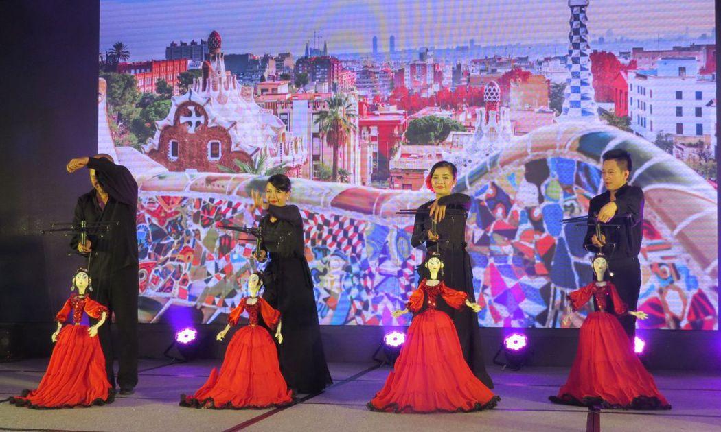 具有越南濃厚民族色彩傳統文化的操偶表演。 李福忠/攝影