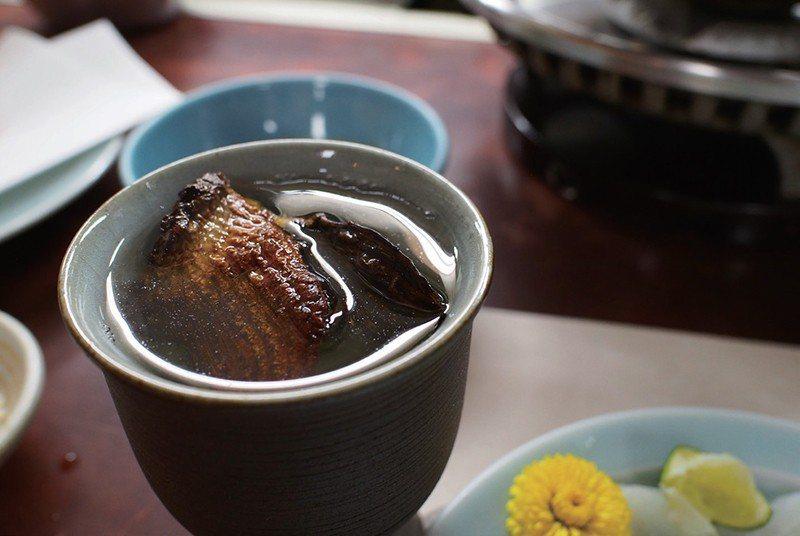 因為是烘烤得宜的魚翅,所以再來一杯魚翅酒也ok。