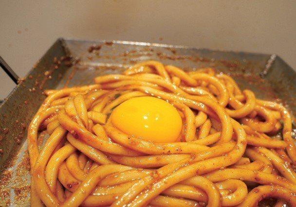 就算是由最美味的好吃燒店家端出「蛋燒烏龍麵」,也贏不了祭屋。