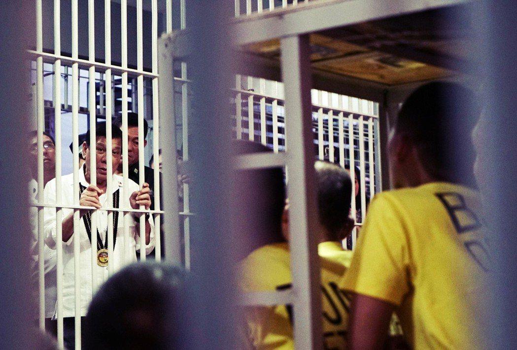 杜特蒂:「你們關切的是『人權』,而我關心的則是『人命』。」 圖/歐新社