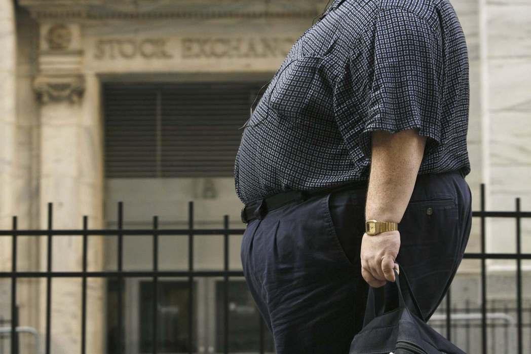 體重超重的人越感到羞恥,離平均理想體重的差距就越大,也會產生越多的體重焦慮。 圖...