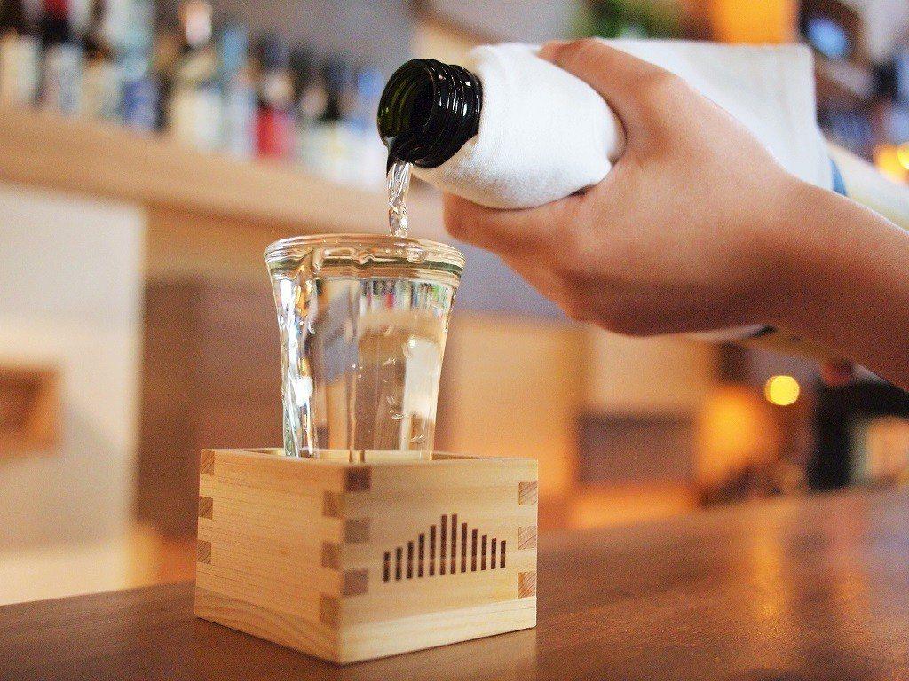 (圖/台灣旅行趣) ※ 提醒您:禁止酒駕 飲酒過量有礙健康 ▲倒到「滿出...
