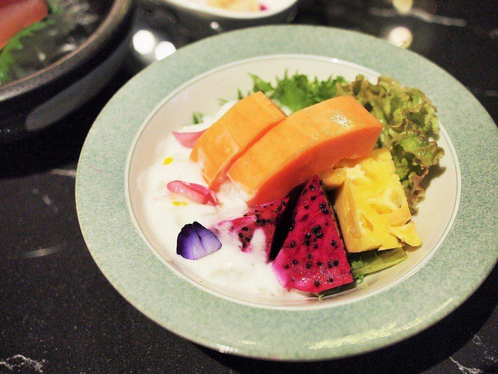 (圖/台灣旅行趣) ▲「蔬果優格沙拉」優格醬的酸甜特別開胃,與當季水果拌成沙拉很...