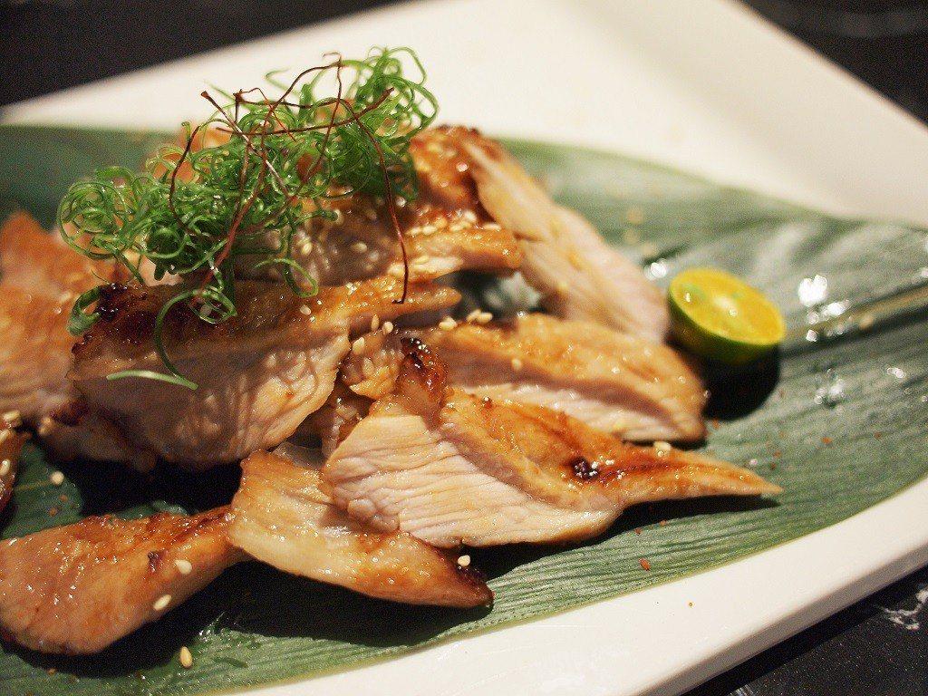 (圖/台灣旅行趣) ▲上桌的松阪豬晶瑩油亮讓人胃口大開