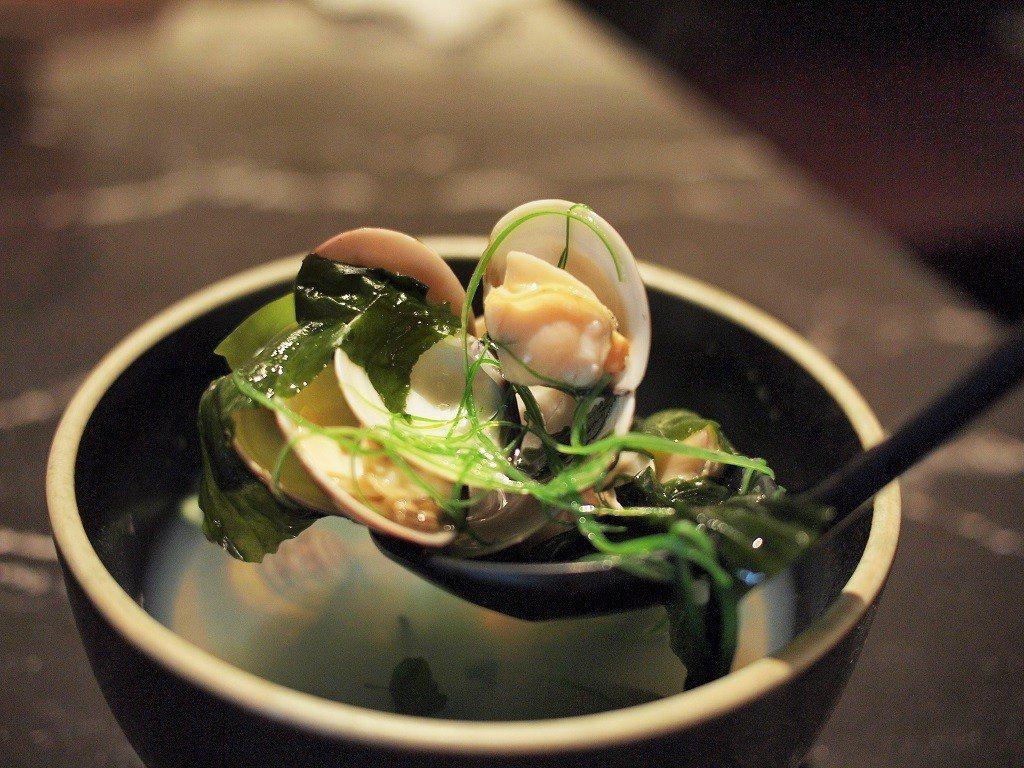 (圖/台灣旅行趣) ▲套餐中的「海蛤裙帶汁」誠意十足,新鮮有味,配料很豐富