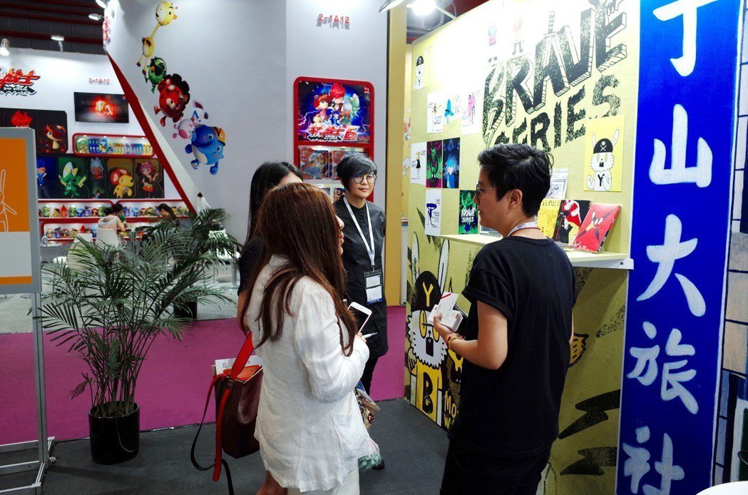 台灣原創IP 黃色書刊潮流風格受到買家青睞。(圖/文 聯合數位文創提供)