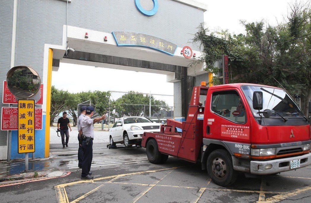 台北市河濱違停罰鍰提高,今年7月起最高開罰5900元。圖/報系資料照