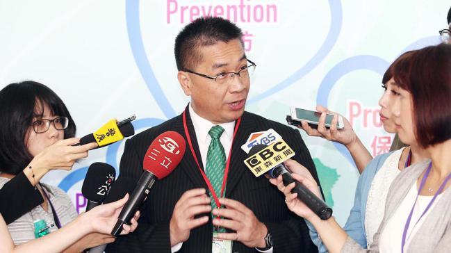 內政部長徐國勇(中)。 報系資料照