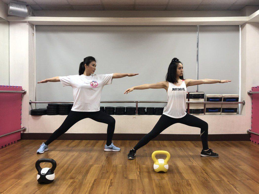 梁又南(左)女兒方琦成她小師妹  圖/民視提供