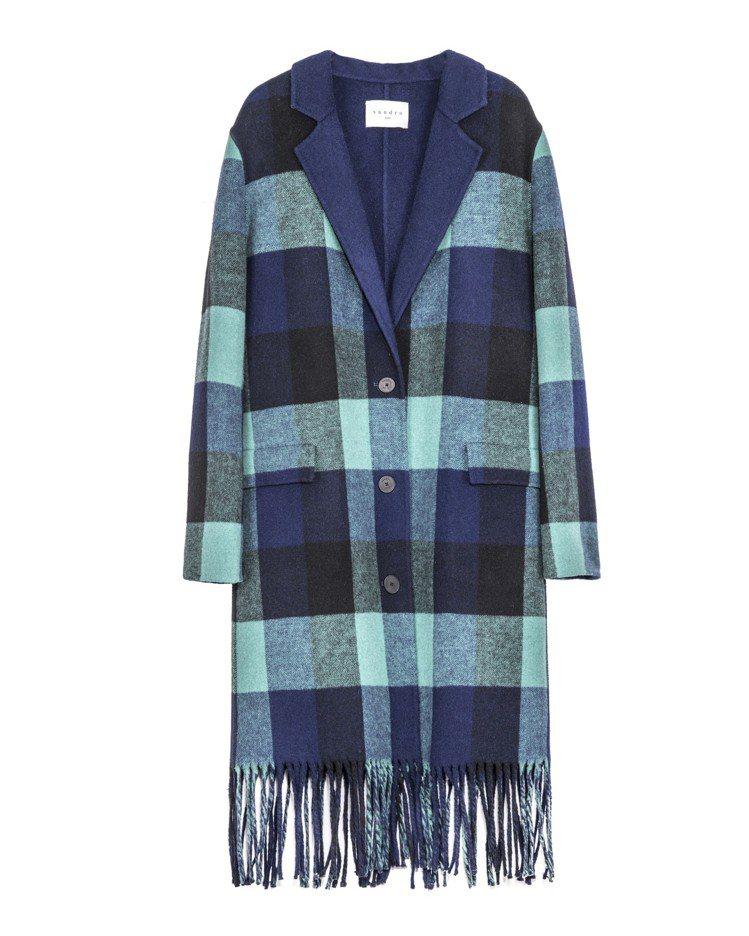 湖水綠藍格紋編織大衣,價格店洽。圖/Sandro提供