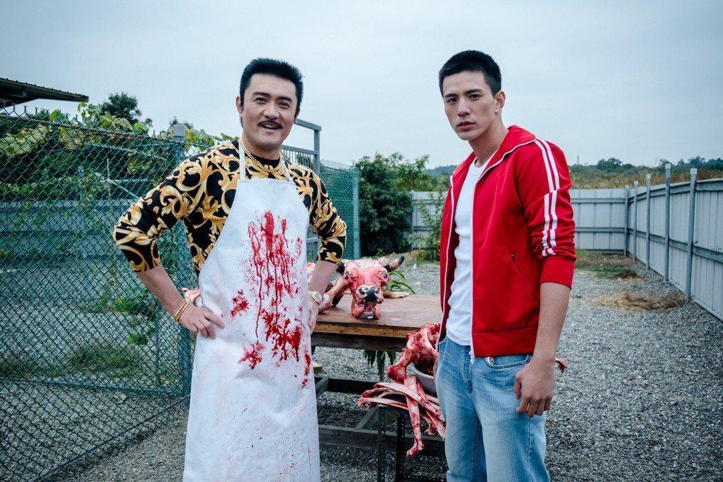 李㼈(左)特別演出「鬥魚」電影版反派老大,與男主角有精彩對手戲。圖/多曼尼提供