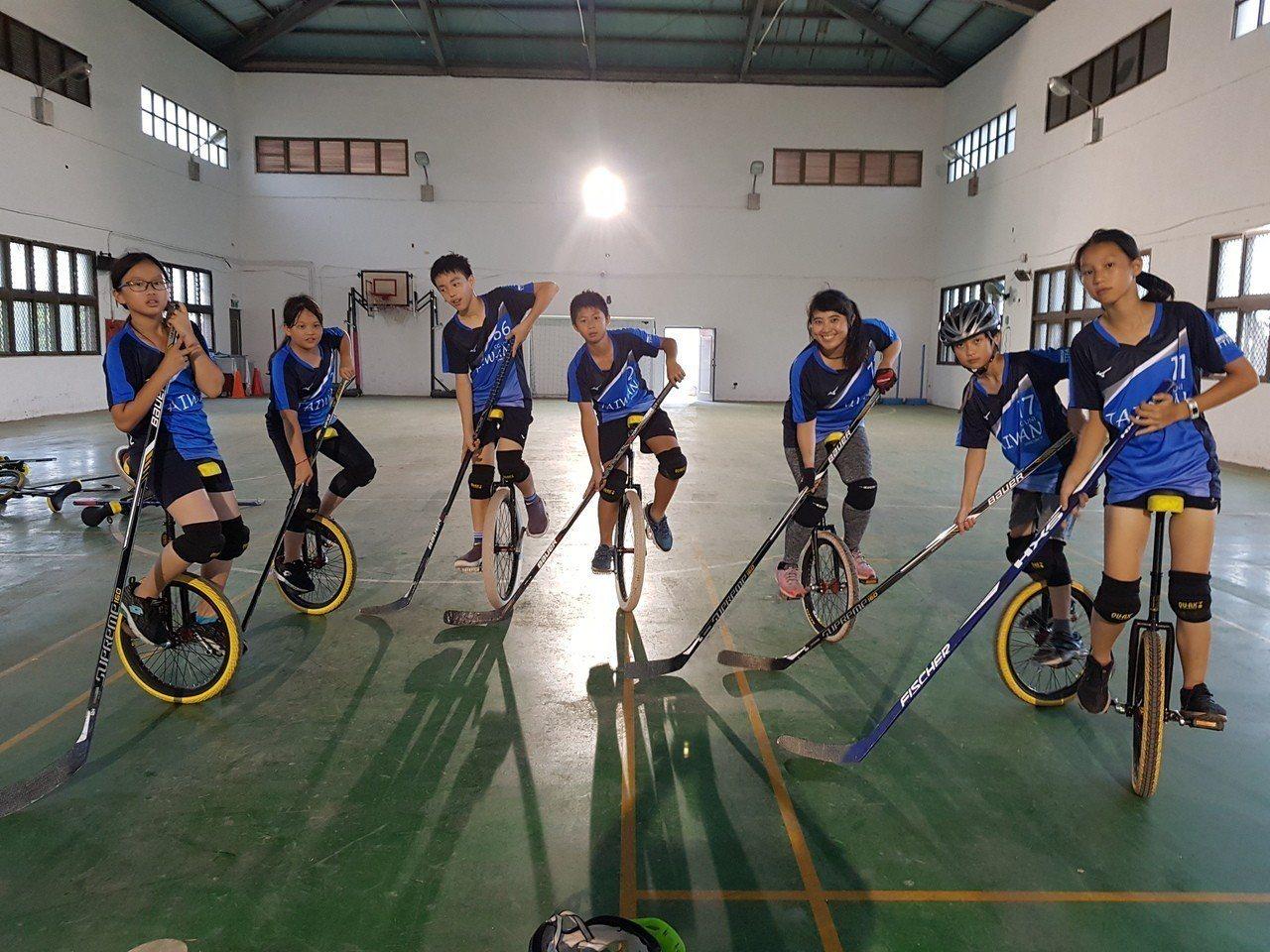 成立5週年的長庚獨輪車社,今年組隊赴韓國參加「第19屆世界獨輪車大會」,將在獨輪...