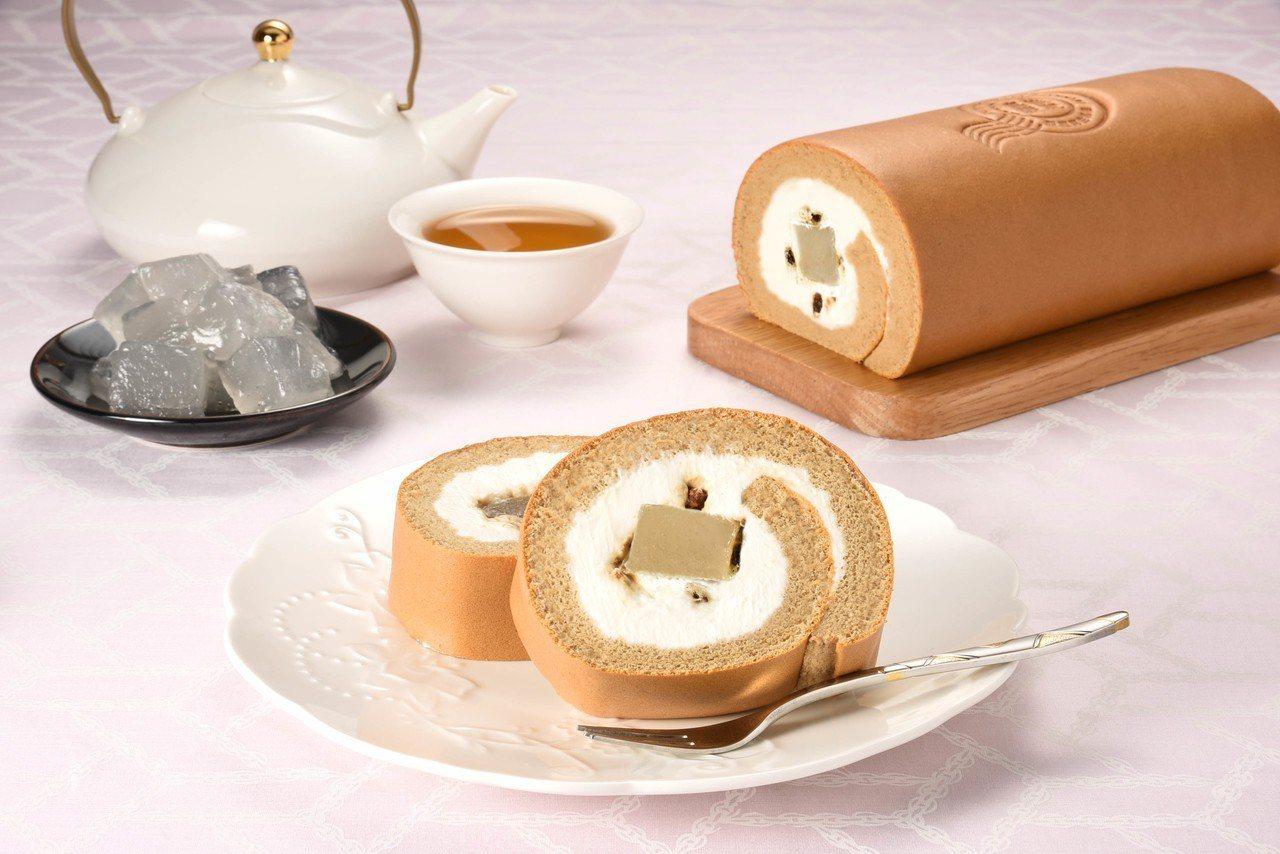 嘉義限定「黑糖蕨餅生乳捲」,售價420元。圖/亞尼克提供