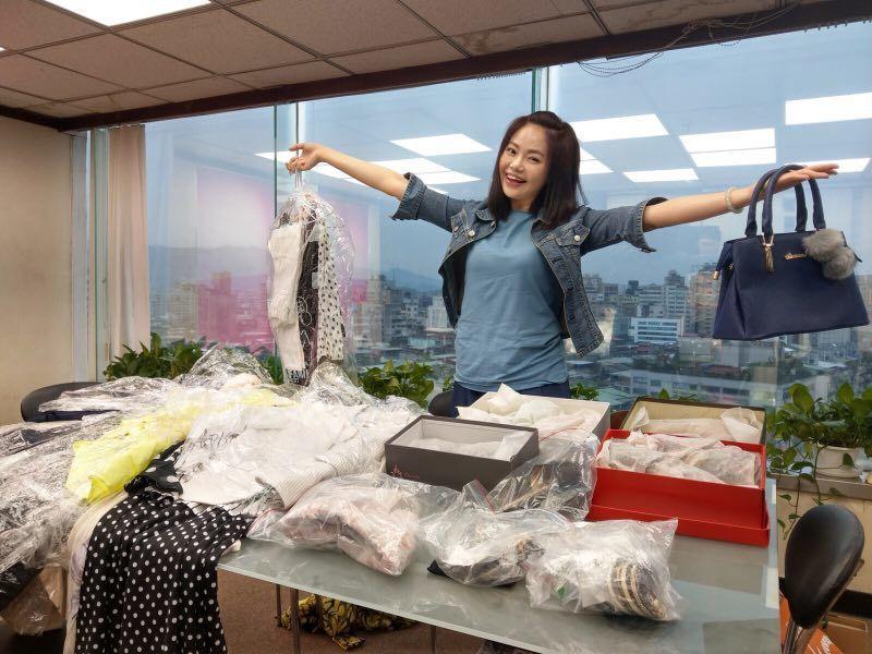 林嘉俐每次演戲都會準備好大量的衣服以利替換。圖/艾迪昇傳播提供