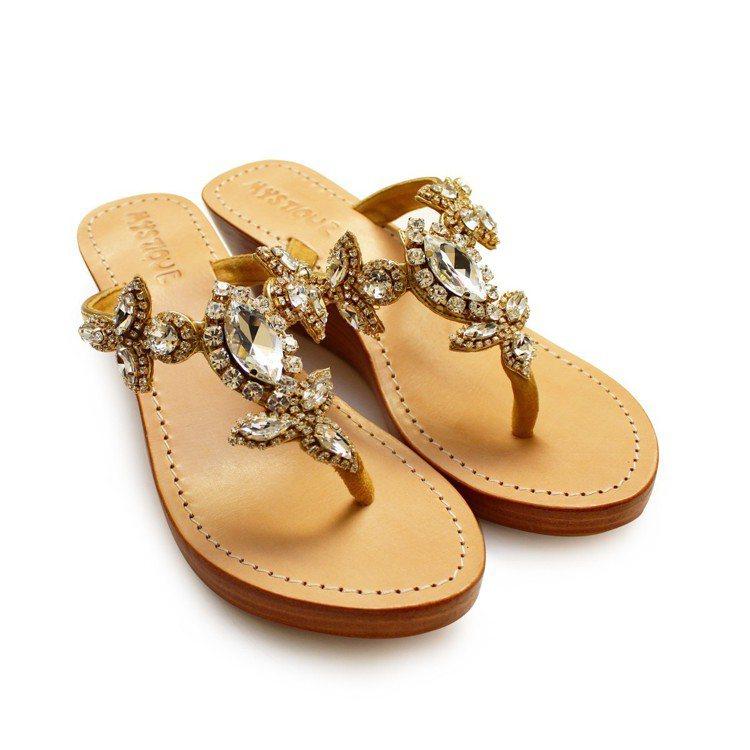 Mystique經典水鑽涼鞋原價9,480元、特價1,422元。圖/Breeze...