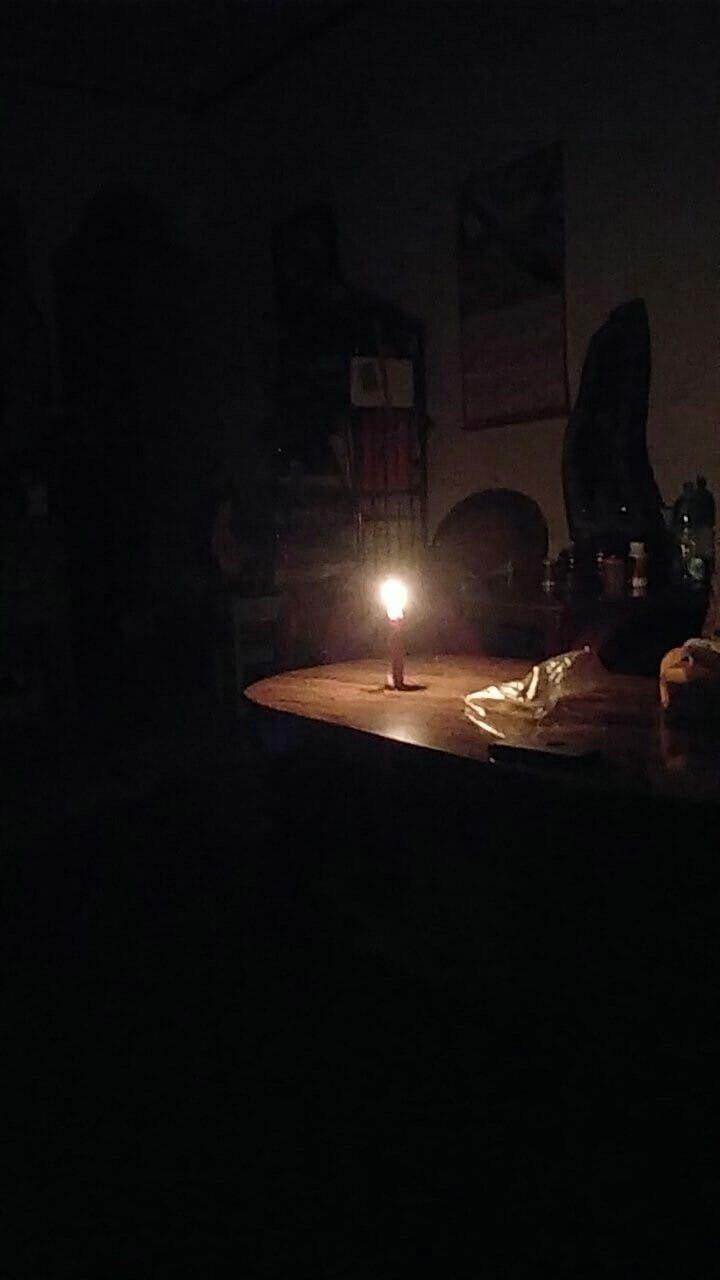 嘉義市湖邊里、新厝里一帶今晚7點40分許發生停電狀況,有網友在臉書社群po出家中...