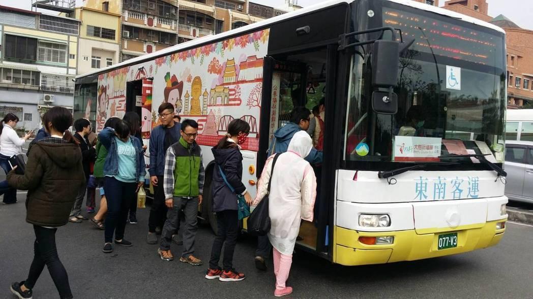 「台灣好行」未來要加入在地觀光特色,吸引遊客。 圖/高市交通局提供