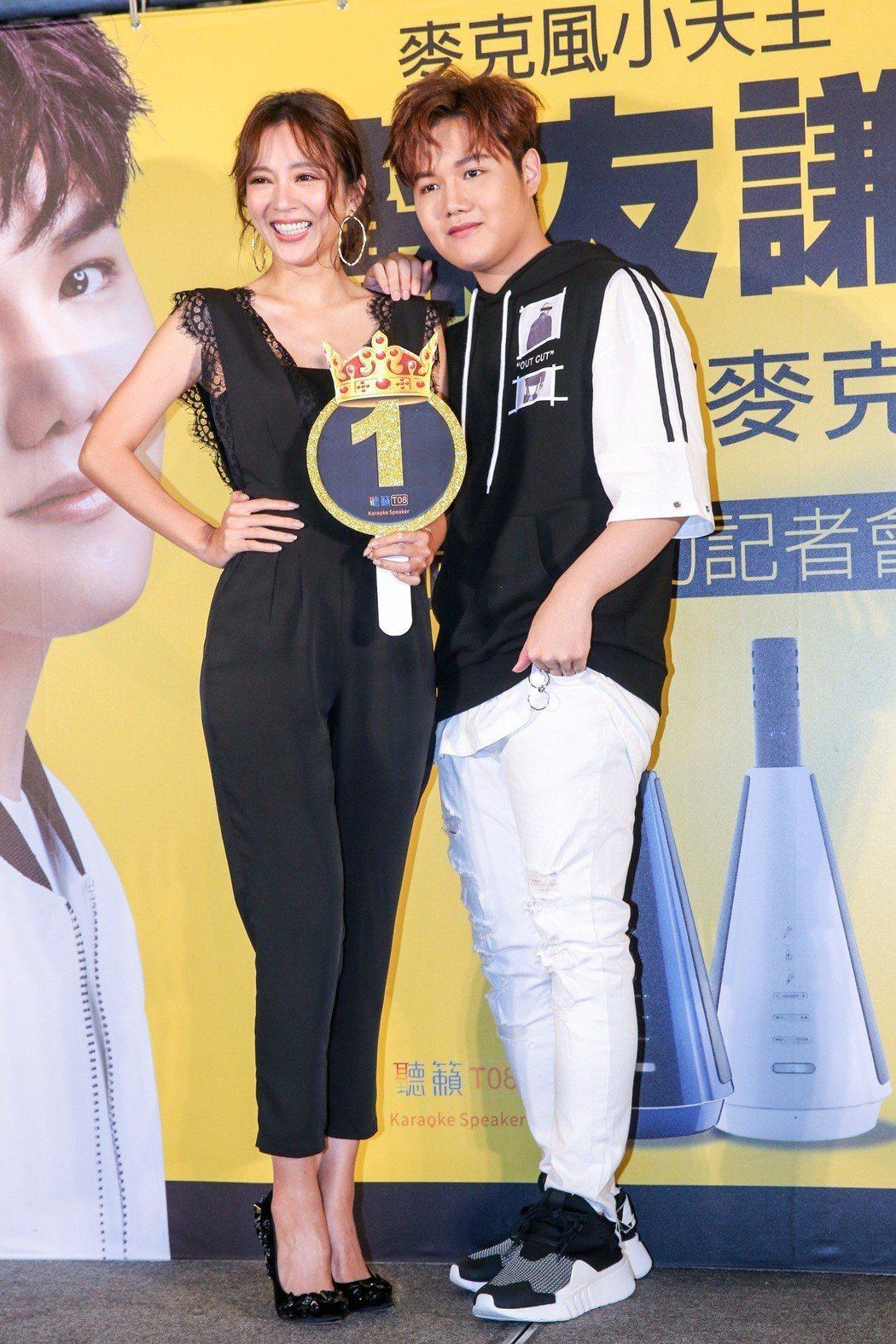 蘇友謙(右)舉行慶功記者會,品牌代言人高宇蓁(左)來站台。記者鄭清元/攝影