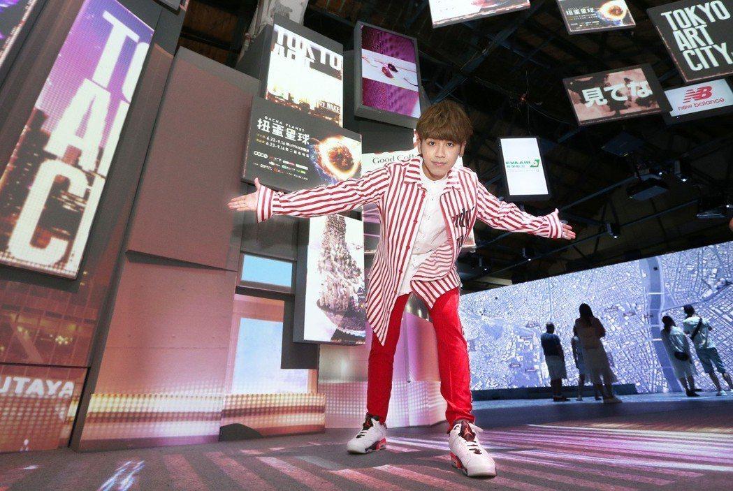 藝人鼓鼓參觀「光影東京!360°夢幻視覺系特展」。記者胡經周/攝影