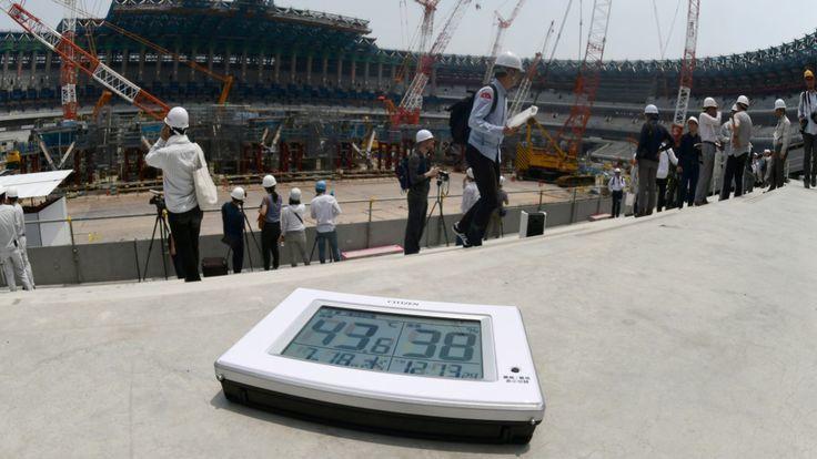 日本一個體育場的工人在高溫下仍繼續趕工。日本的高溫已引發外界對2020年東京奧運...