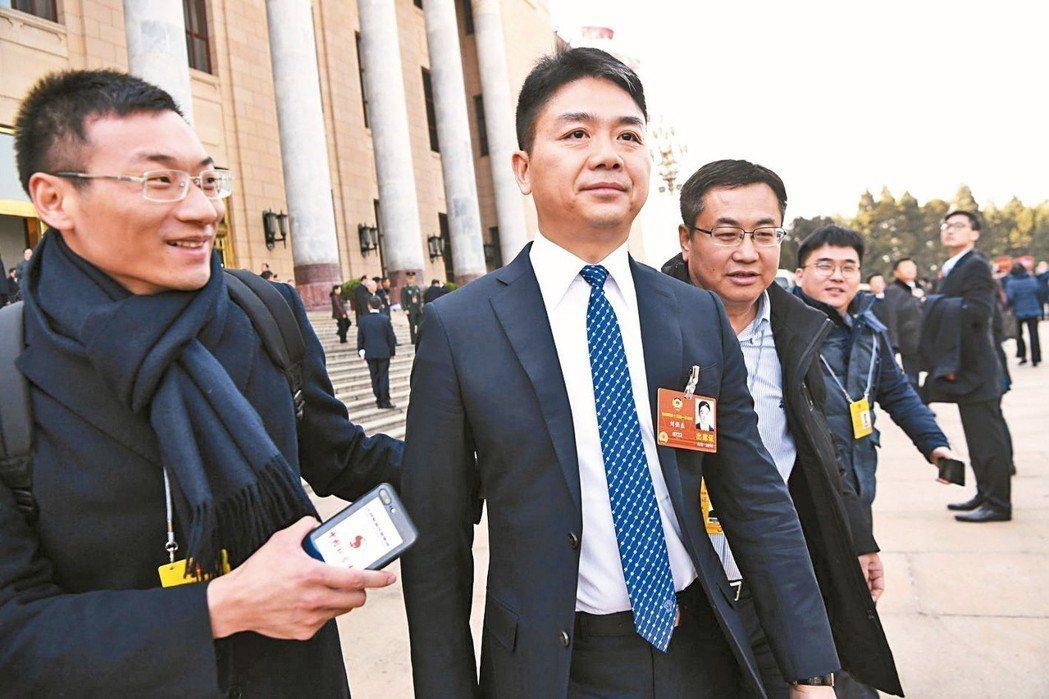 京東入股安聯獲准,集團創辦人劉強東圓了保險夢(左二)。 本報系資料庫、路透